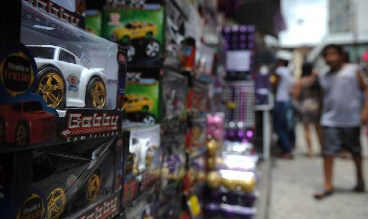 Central Única de Favelas distribui brinquedos para crianças do Rio